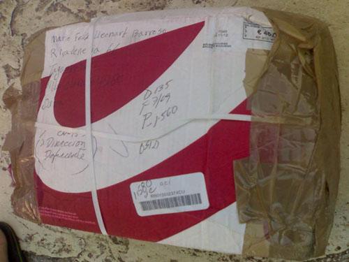 Desde cerca el paquete envíado desde Bruselas por la CSW