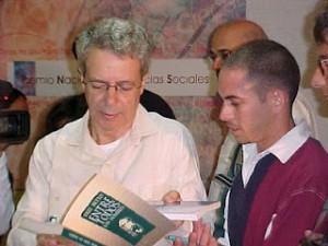 Intercambiando con Frei Betto en una de las pasadas ferias del libro