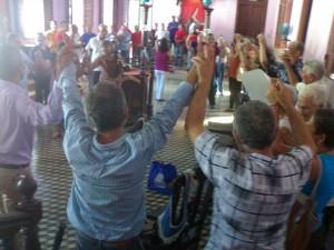 """El fori se cerro con un inmenso circulo de los participantes tomados de la mano entonando la """"Guajira guantanamera'"""
