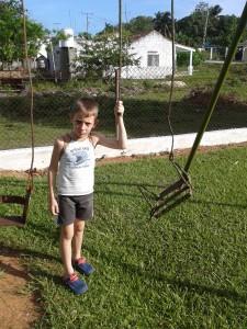 El niño de la iglesia que esperaba su juguete que fue tomado como un drone con el correspondiente decomiso. Sin parque y sin avión.