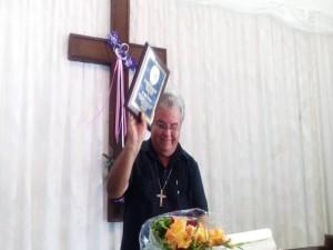 Entrega Premio Patmos a P. Jose Conrado (2)