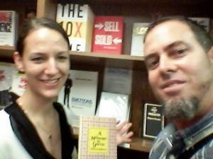 Selfie con mi amiga Stephanie, con El Mensaje a Garcia, cuando el 11 de abril de 2015 me lo hizo descubrir