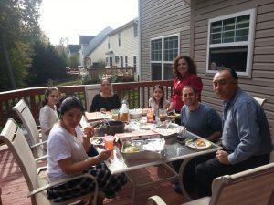 Almorzando con algunos miembros de la Iglesia Bautista de Waldorf luego de mi sermón dominical del domingo 30 de octubre