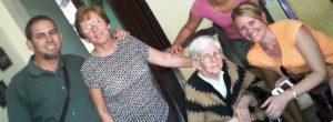 Con Dalila, su abuela y su mamá